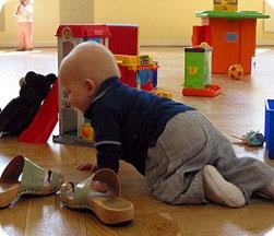 Развиваем моторику малыша. Игры на понятие цвет и размер