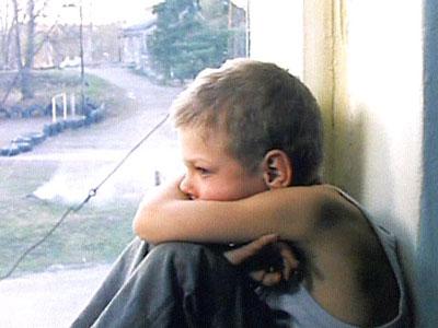 Как научить ребенка правильно реагировать на  попытки незнакомых людей вторгнуться в его личностное пространство, подготовка ребенка к различным ситуациям, в которых ему может понадобиться помощь окружающих, несколько примеров того, как надо себя вести в ситуации, когда ребенку угрожает незнакомец