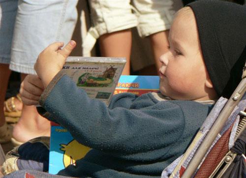 Рассказ и советы о том, как правильно приучать ребенка к чтению, как вызвать его интерес к нигам, а затем и к самому процессу чтения, как можно разнообразить знакомство ребенка с книгой и стимулировать его интерес к этому виду познавательной деятельности