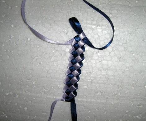 Мастер-класс. Плетение из атласных лент. Плетем фенечку из атласных ленточек