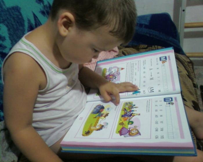 Как научить ребенка читать, так, чтобы он понял как это делать, и полюбил чтение и получение информации при помощи книжек, как облегчить процесс знакомства с буквами и книгами , примеры методических приемов