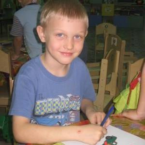 Не секрет, что ребенок , поступая в первый класс, должен быть готов к школе физически и психологически. И это должны сделать мы, родители
