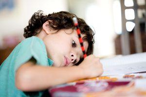 Дети-флегматики терпеливы, выдержаны, выносливы и хорошо владеют собой, поэтому настроение у них меняется медленно. Ребенок-флегматик не отличается общительностью, любит постоянство и плохо приспосабливается к переменам