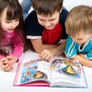 Часто родители сетуют на современную детскую литературу: язык не тот, стиль не такой, что за герои, а вот раньше, в наше время…. Но не стоит забывать, дорогие мамы и папы, что меняемся мы, меняется наше общество, меняются потребности. А нашим детям все также необходимы хорошие книжки о дружбе, взаимовыручке, о сверстниках.