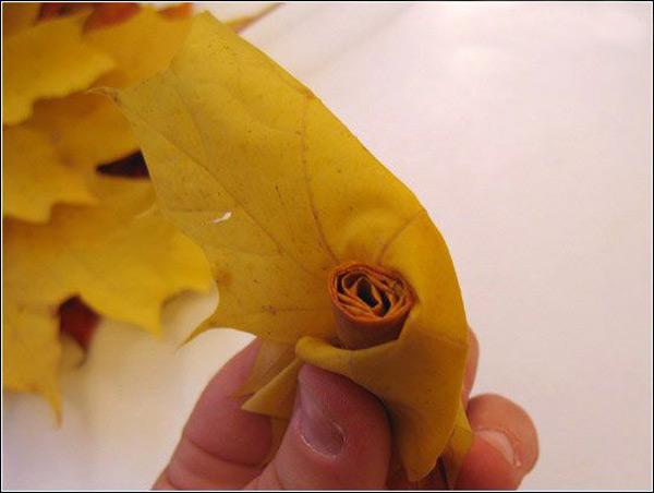 Как сделать букет роз из желтых листьев - оригинальная поделка для детей и их родителей!