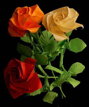 Из этого мастер-класса вы узнаете, как можно сделать розу из бумажной ленты.