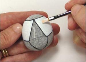 Мастер-класс по росписи камней в виде жучка божьей коровки. Поделки из природного материала